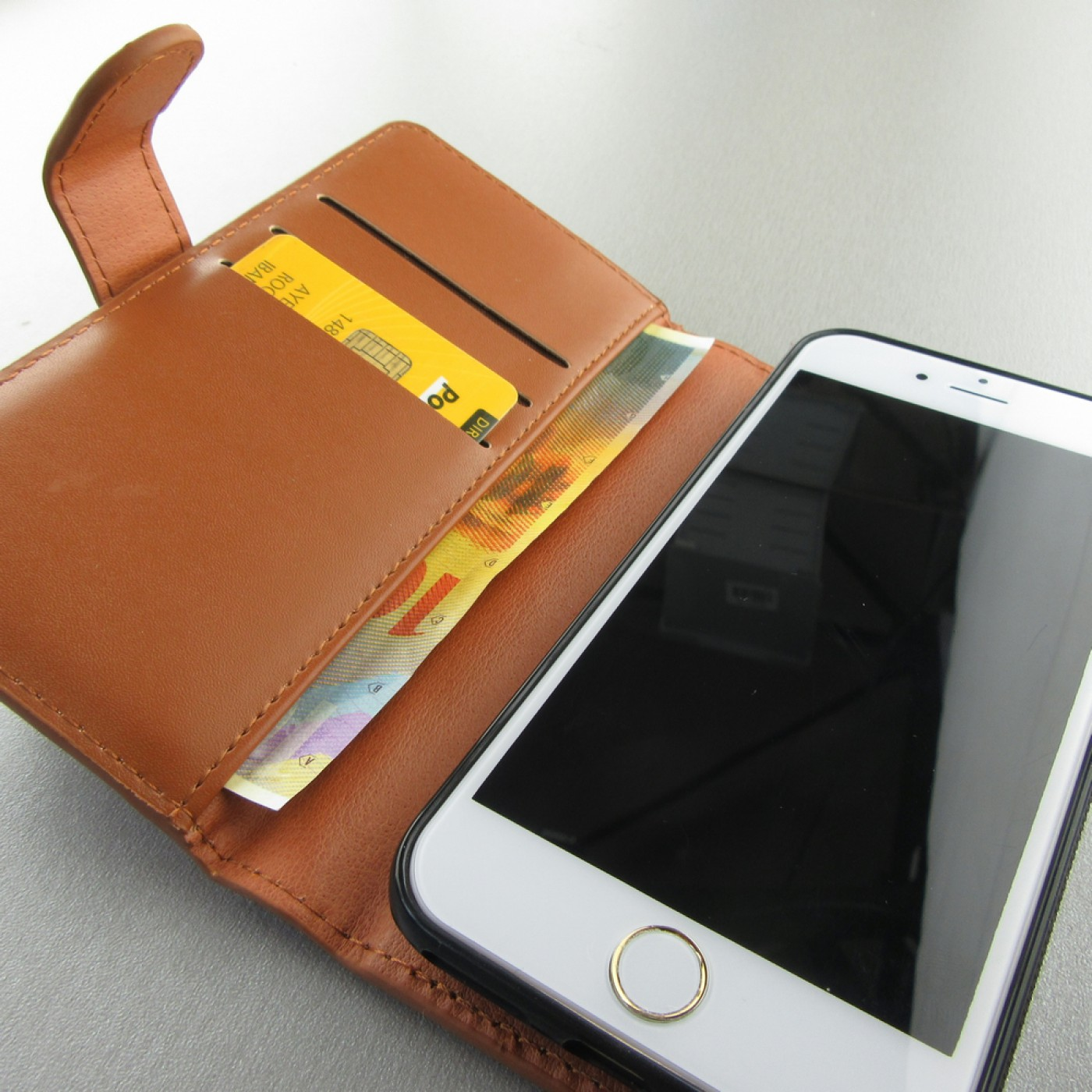 etui cuir iphone 7 8 flip money brun. Black Bedroom Furniture Sets. Home Design Ideas